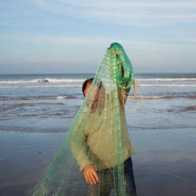 Salvador tirant el rall. Pesca artesanal al Delta de l'Ebre © Oriol Clavera